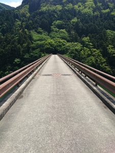 黒瀬ダム公園に向かう橋